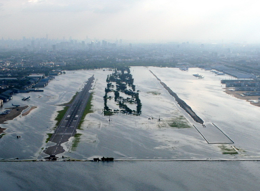 Don Muang Airport underwater 29 Oct 2011 - Photo by Tom Claytor